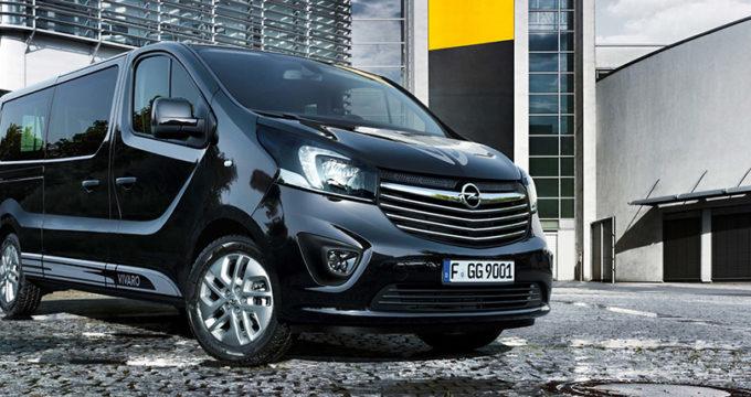 Nuovo Opel Vivaro Tourer Sport 2018 nero su strada