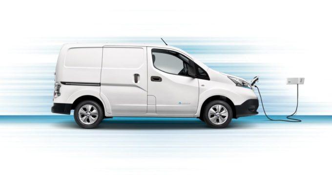 Fiancata del nuovo furgone elettrico Nissan E-NV200 Fridge