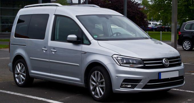 Vista frontale e laterale nuovo Volkswagen Caddy 2017